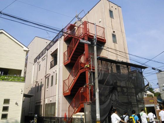 星川郵便局の鉄階段