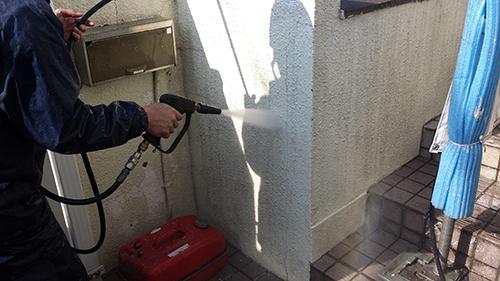 2013年12月2日 川崎市梶ヶ谷の外壁塗装:外塀洗浄