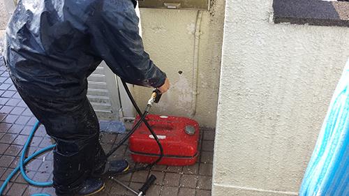2013年12月2日 川崎市梶ヶ谷の外壁塗装:塀剥がれ