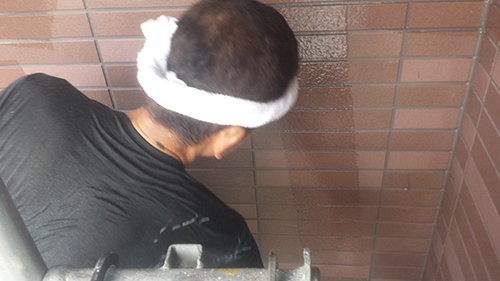 2013年8月9日 横浜市都筑区にて外壁塗装:外壁クリヤー中塗り2