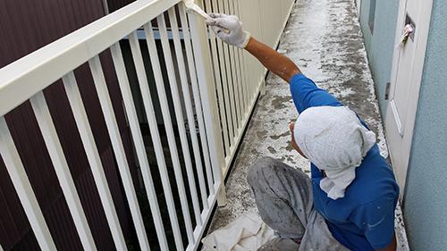 2013年9月10日 保土ヶ谷区峰岡町での鉄部塗装:フェンス中塗り