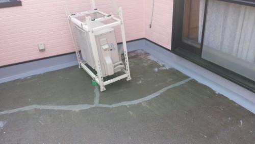 2013年8月9日 川崎市にてバルコニー防水:クロス貼り1
