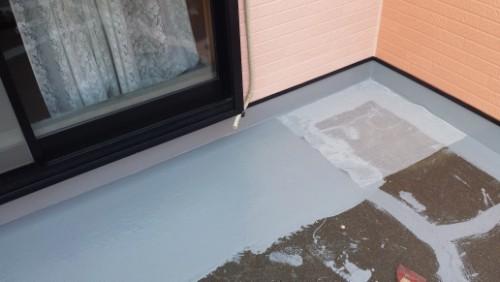 2013年8月9日 川崎市にてバルコニー防水:床クロス貼り1