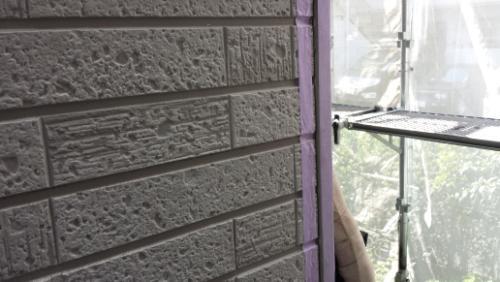 2013年8月27日 旭区さちが丘早川邸:目地へのプライマー塗布(角)