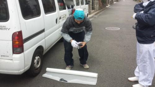 2013年12月9日 都筑区の防水工事:クロス裁断