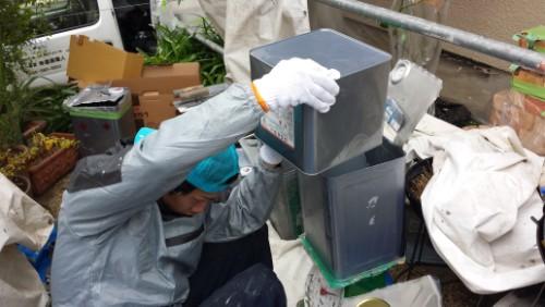 2013年12月9日 都筑区の防水工事:ウレタン材の計量