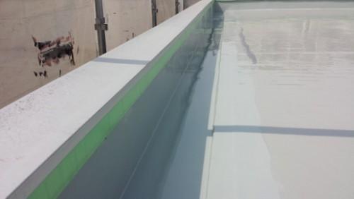 2014年4月16日 神奈川区:屋上・側溝ウレタン防水2層目