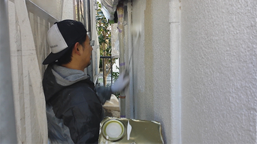 2014年1月10日 横浜市神奈川区菅谷:狭所での塗装