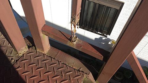 2014年1月12日 旭区白根アパート:鉄階段傷み4