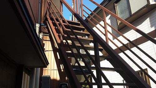 2014年1月12日 旭区白根アパート:鉄階段