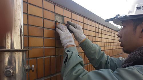 2014年1月18日 港北区マンション改修:タイル張り付け