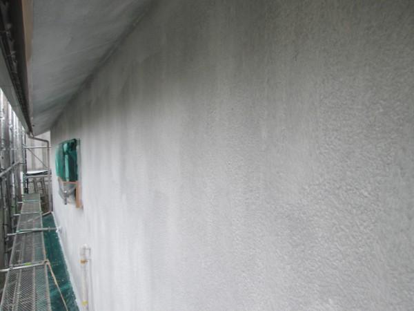 外壁の下塗り。
