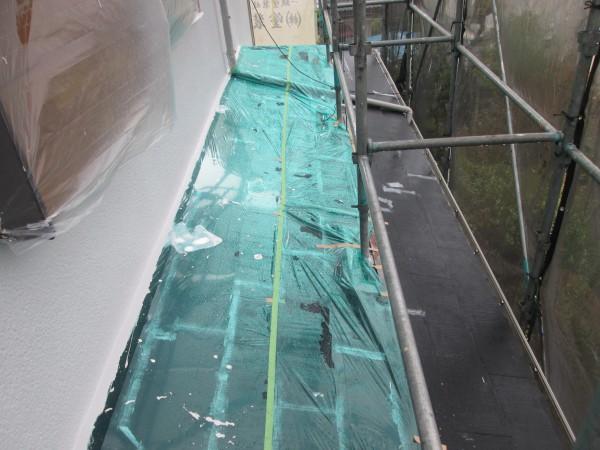 下屋根付近外壁の中塗り。