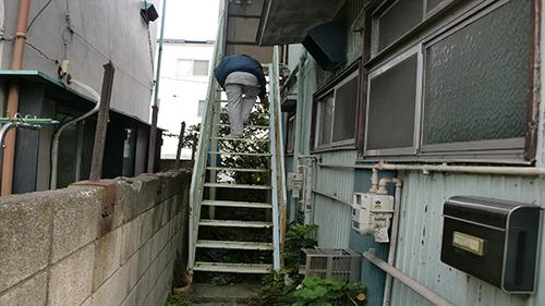 2013年11月20日 川崎市川崎区・鉄階段塗装:傷みのチェック
