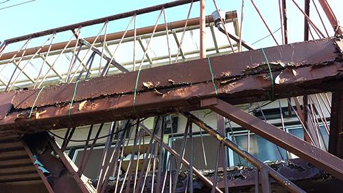 2013年11月20日 川崎市川崎区・鉄階段塗装:ワイヤー