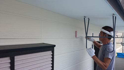 2013年7月27日 南区六ッ川にて外壁塗装:外壁上塗りクリアー塗装
