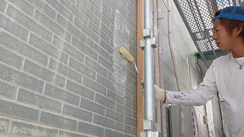 2013年9月27日 横浜市港北区の外壁塗装:サイディング外壁下塗り