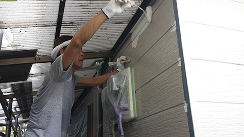 2013年7月27日 南区六ッ川にて外壁塗装:外壁中塗り1回目