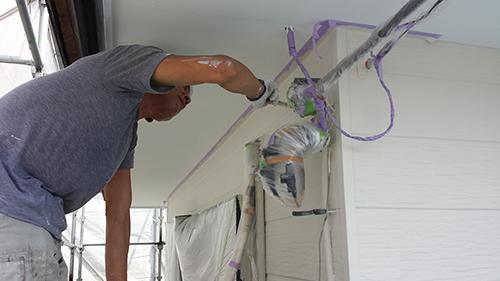 2013年7月27日 南区六ッ川にて外壁塗装:外壁上塗りダメ込み