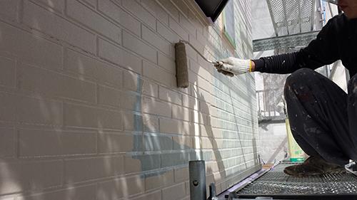 2013年9月28日 横浜市港北区の外壁塗装:サイディング外壁中塗り