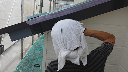 2013年7月30日 南区六ッ川にて外壁塗装:破風上塗り