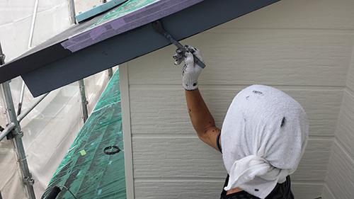 2013年7月30日 南区六ッ川にて外壁塗装:破風上塗りダメ込み