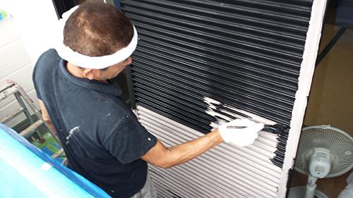 2013年7月31日 南区六ッ川にて外壁塗装:雨戸上塗り