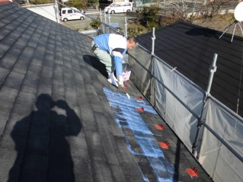 2014年1月16日 神奈川区白幡向町:屋根の下塗りシーラー塗布