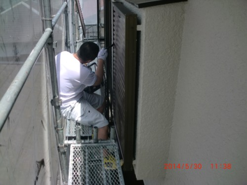 横浜市保土ヶ谷区:雨戸刷毛上塗り