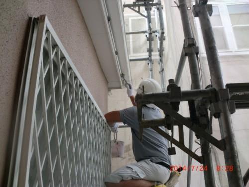 川崎市多摩区:雨樋下塗り