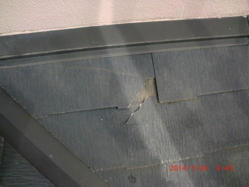 川崎市多摩区:欠けている屋根材