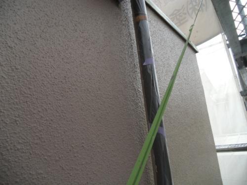 2014年2月6日 港北区新吉田東:外壁上塗り、雨樋の養生