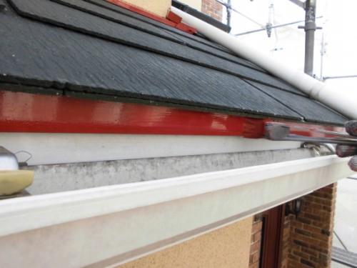 2014年2月25日 川崎市多摩区:屋根小口サビ止め塗布