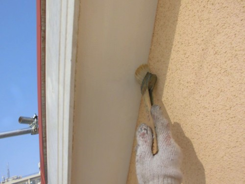 2014年2月25日 川崎市多摩区:軒裏下塗り