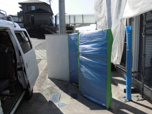 2014年3月8日 栄区公田町:ジャバラ式門扉の養生