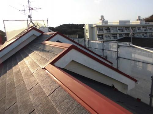 2014年3月8日 栄区公田町:屋根鉄部下塗り