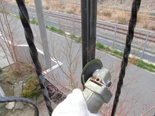横浜市港北区:ディスクサンダーで鉄部ケレン