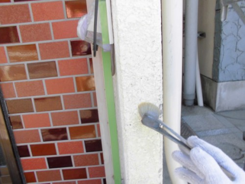 横浜市神奈川区:玄関前シーラー下塗り