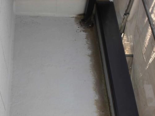 横浜市保土ヶ谷区:洗浄前のベランダ