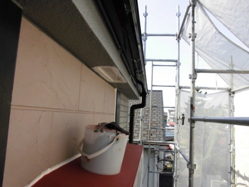 横浜市保土ヶ谷区:雨樋中塗り