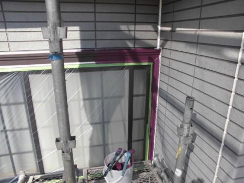 横浜市保土ヶ谷区:窓枠中塗り中