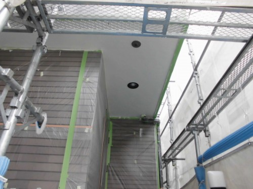横浜市保土ヶ谷区:玄関前の軒塗装後