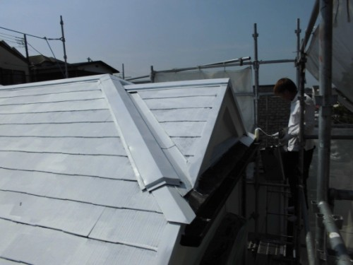 横浜市保土ヶ谷区:屋根中塗り1回目2