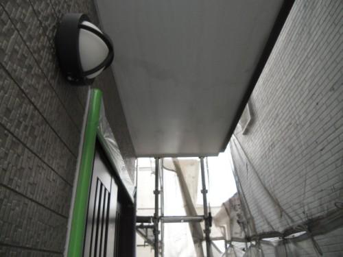 横須賀市久里浜:シーラー塗布後の玄関前軒