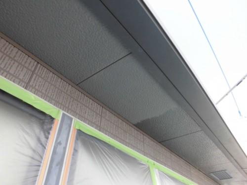 横浜市旭区:軒天シーラー下塗り