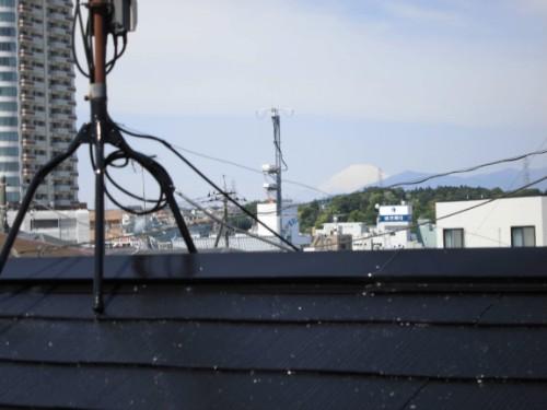 横浜市旭区:屋根から見える富士山