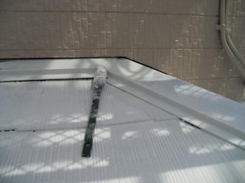 横須賀市久里浜:下屋根中塗り2回目ダメ込み