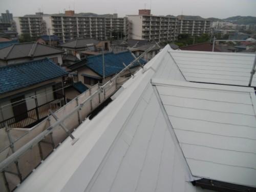 横須賀市久里浜:屋根中塗り2回目完了