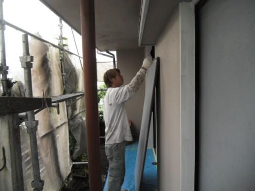 横浜市磯子区:雨戸下塗り