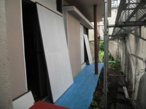 横浜市磯子区:雨戸下塗り後